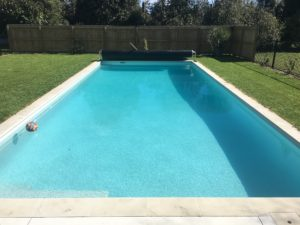 Coatsville Swimming Pool With Manual Out of Ground Cover
