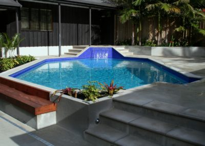 Irregular shaped Swimming pool with water feature