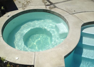 Round Spa Pool Poured in Situ Concrete Coping